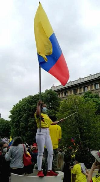 Protesta dei cittadini colombiani a Milano, smp (3)-2