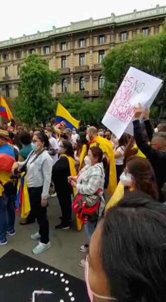 Protesta dei cittadini colombiani a Milano, smp (1)-2